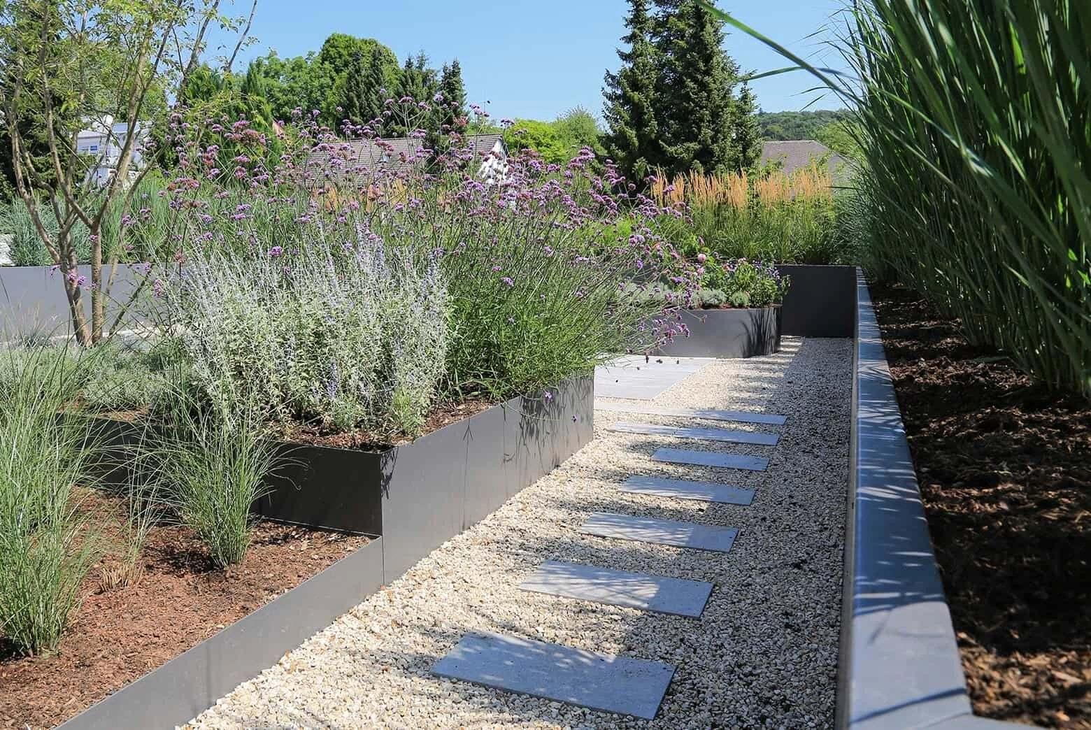 płyty betonowe w ogrodzie